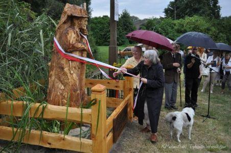 uroczyste odsłonięcie pomnika przez Alicję Matusiewicz. 22.08.2009